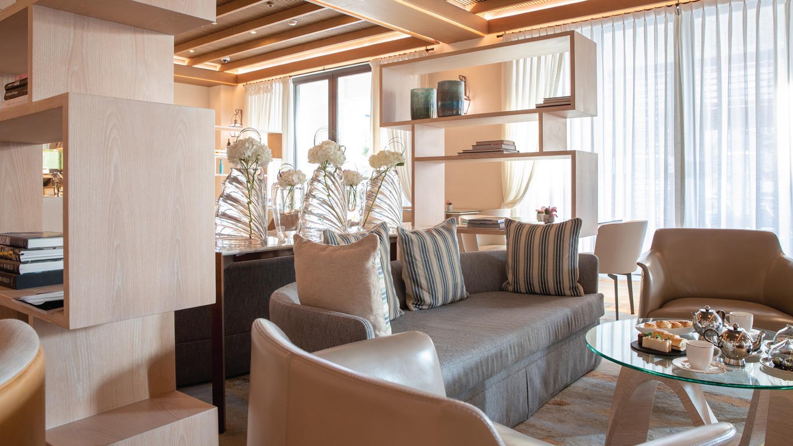jumeirah-al-naseem-club-lounge-hero.jpg