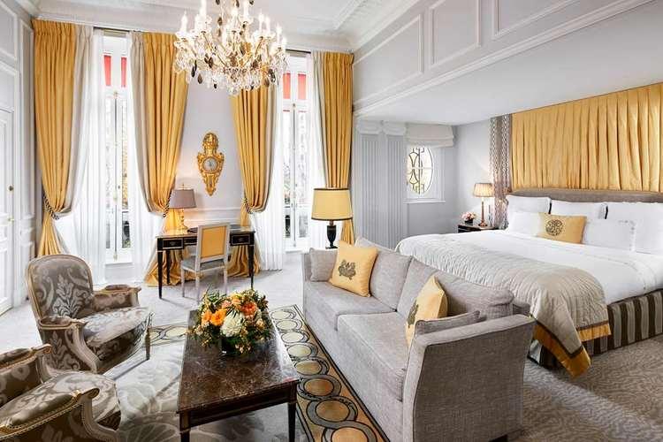 Hotel-Plaza-Athenee-classic-junior-suite-prestige.jpg