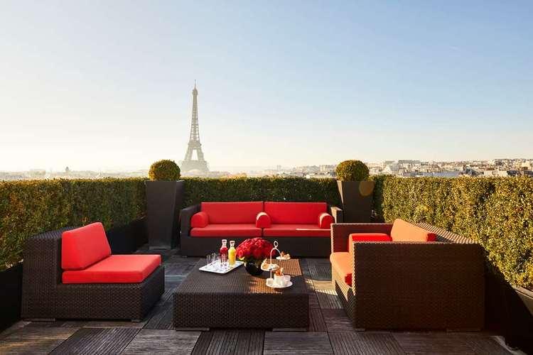 Hotel-Plaza-Athenee-eiffel-suite-signature.jpg