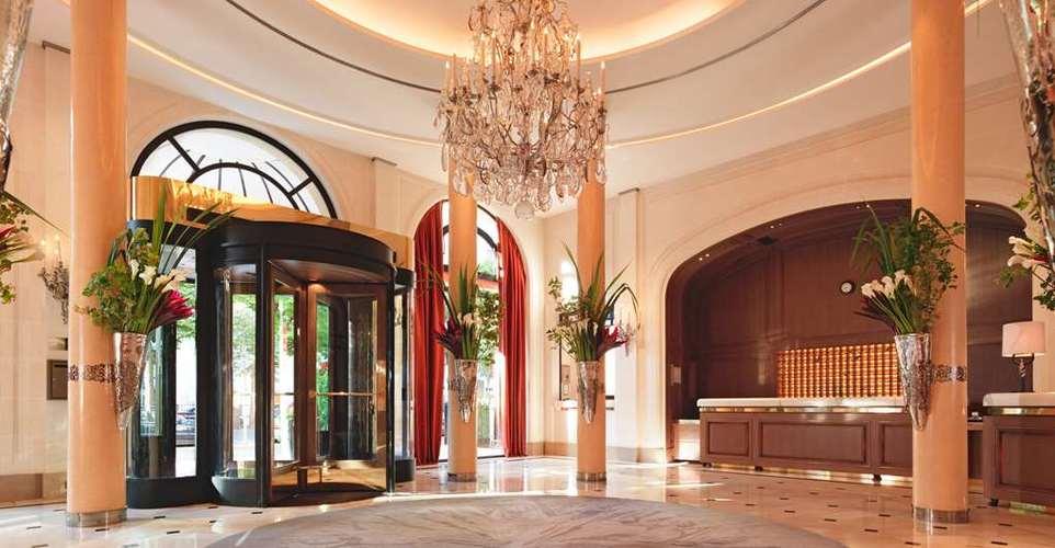 Hotel-Plaza-Athenee-lobby.jpg