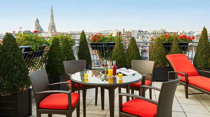 Hotel-Plaza-Athenee-terrace-duplex-suite.jpg