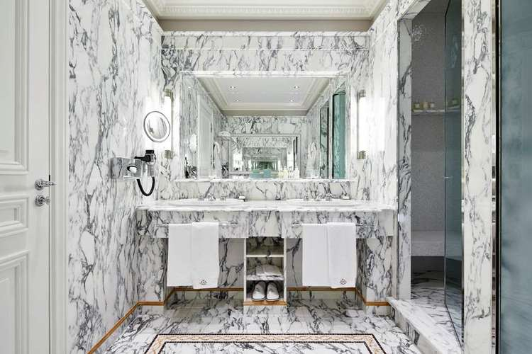 Le-Meurice-bathroom.jpg