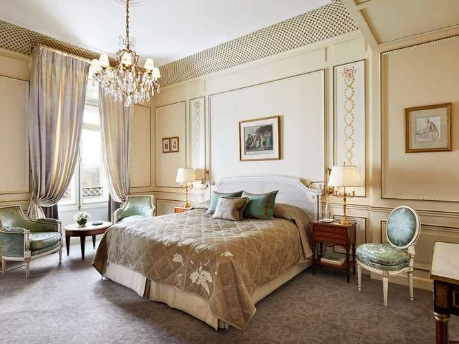 Le-Meurice-executive-suite.jpg