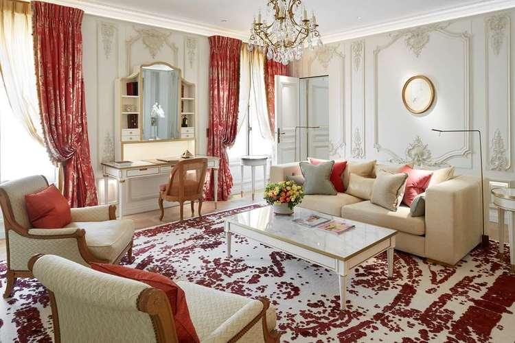 Le-Meurice-pompadour-suite.jpg