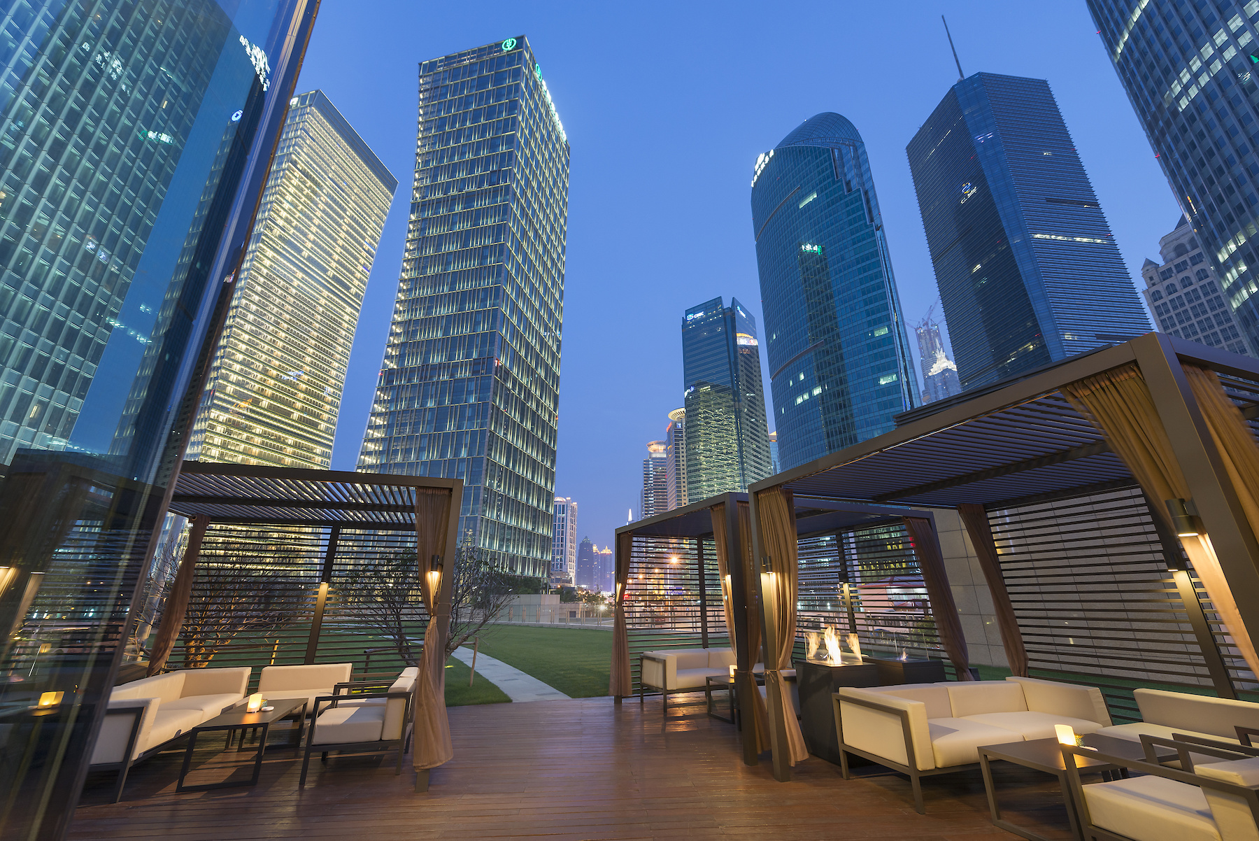 shanghai-fine-dining-qi-bar-terrace-01.jpg