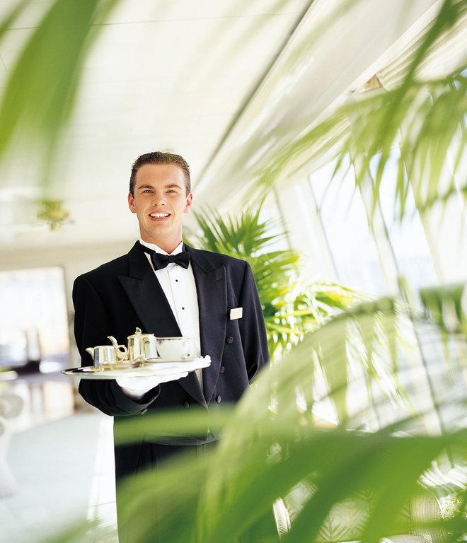 crystal_cruises_waiter.jpg