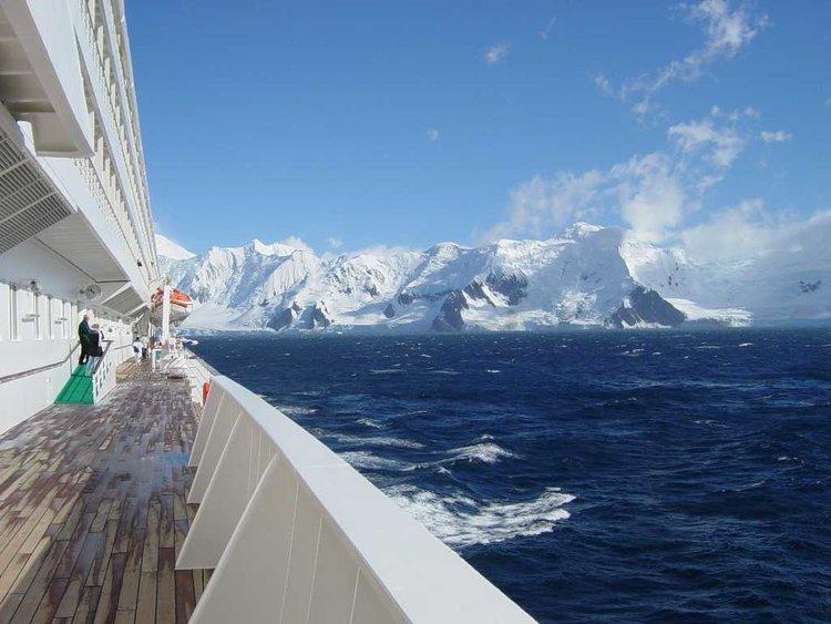 Crystal_Symphony_Antarctica.jpg