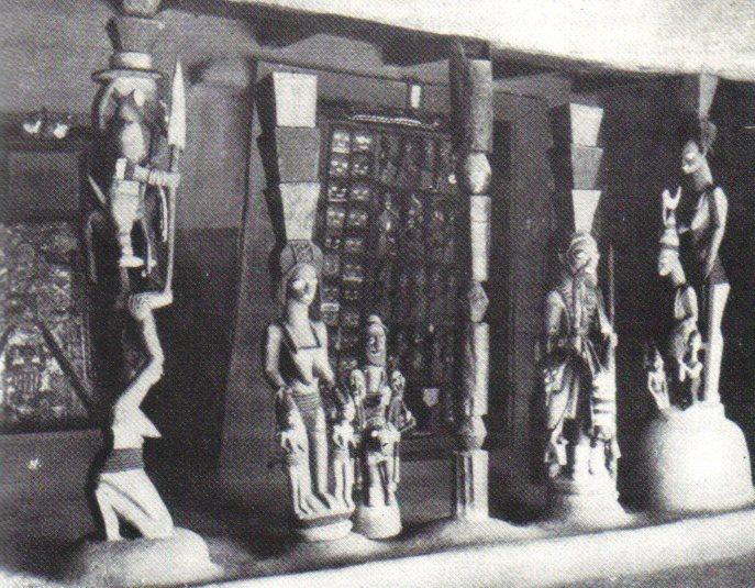 Yoruban caryatids and carved door - Image courtesy Rand African Art (www.randafricanart.com)