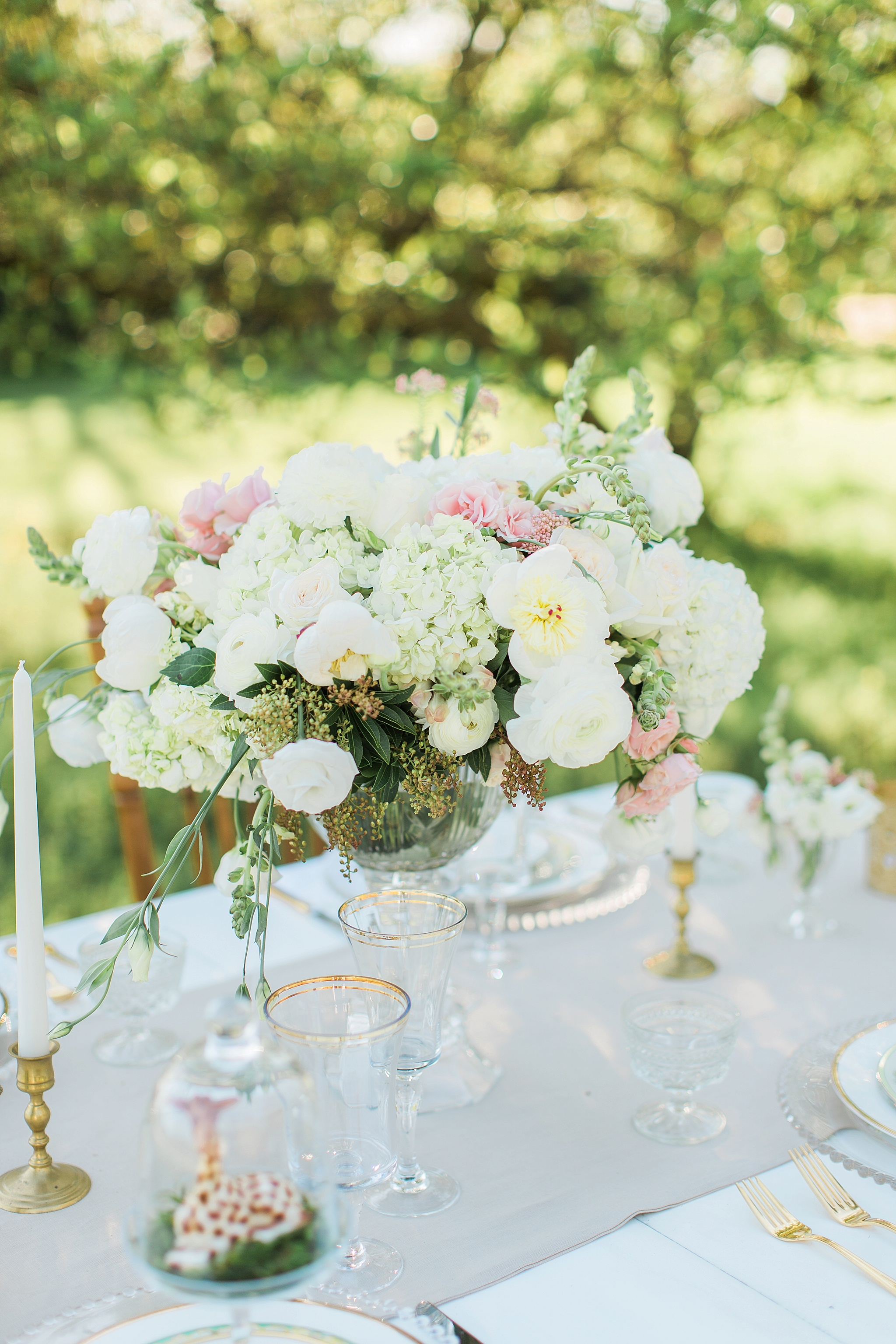Soft and romantic wedding florals