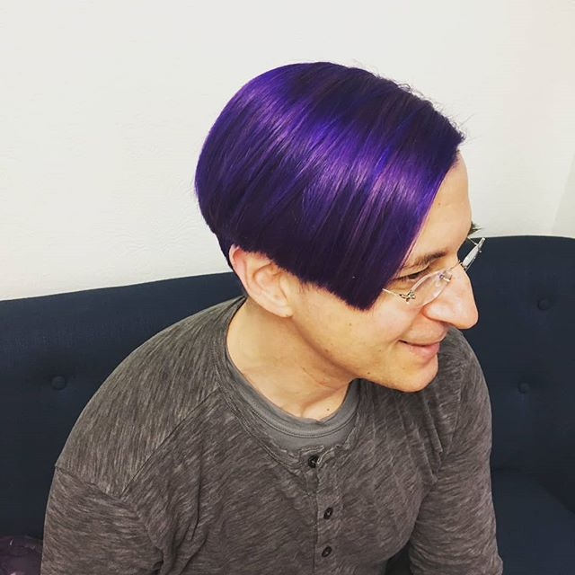 I love it when Cynthia @cayardley plays with purples! the dimension is mind blowing.💜🤯🤩💜 #pelosalon #pelobrooklyn #pelostylist #purplehair #purpleaesthetic #purple