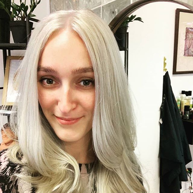 Holy Mother of Dragons we did it! Keeping length and health while fighting some old box color(gasp). She wears it like a Queen!!🐲💚🐲💚🦋👸 #pelosalon #pelobrooklyn #williamsburg #brooklynhairstylis #olaplex #white #whitehair #silverhair