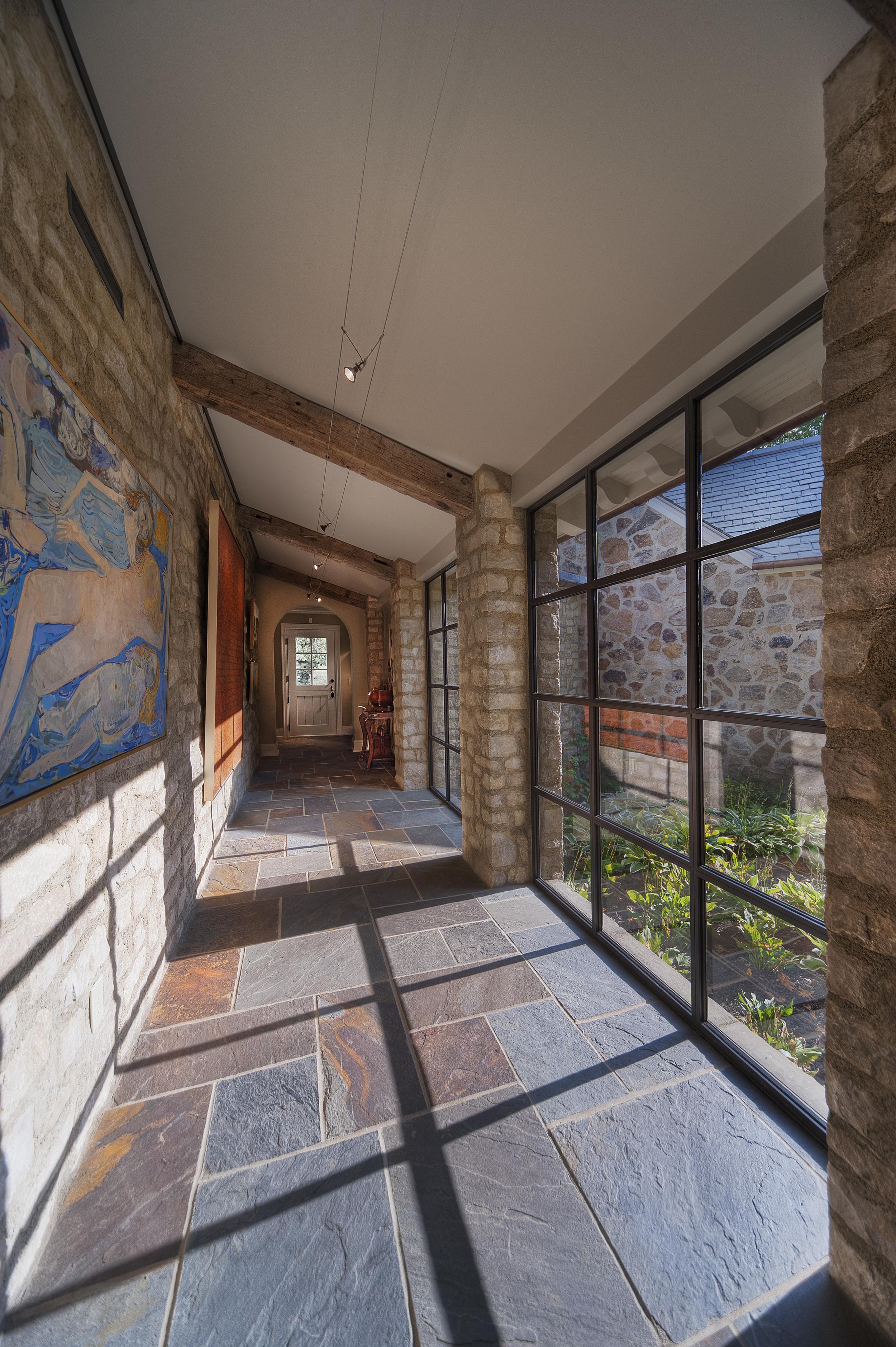 Crane Gallery view02 A.jpg