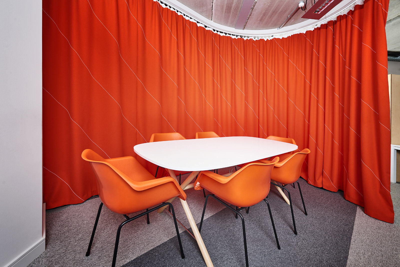 Projects_Office_PADDLE_curtain_orange.jpg
