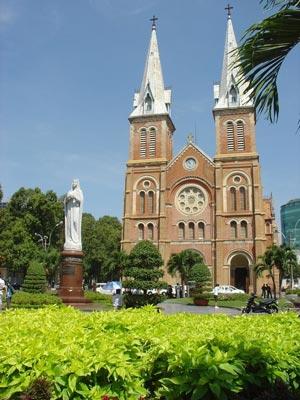 Notre_Dame_Cathedral_Ho_Chi_Minh_City_Vietnam.jpg
