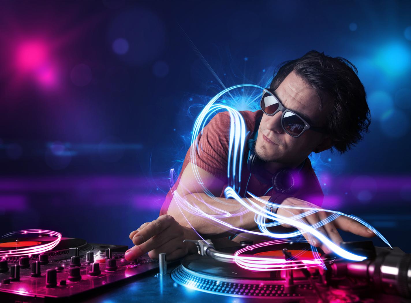 DJ Jeffrey and DJ Lo /  Classic to house beat