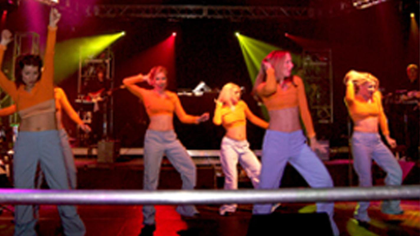 MOMENTS NOTICE DANCE COMPANY