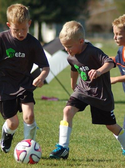 Two soccer player battling - MetaSport PlayOn Series