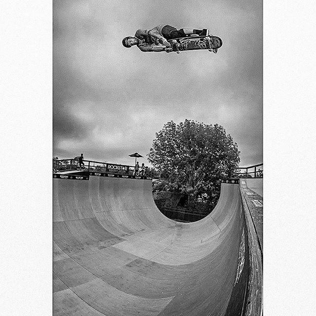 Rocket air at @elliotsloan 's ramp! Such a fun trick to do when you get good speed & airtime 😜💫 📷 credit please help me .. @danmathieu ? @brianfick ? . . . . #fbf #picoftheday #photooftheday #skateboarding #skateboard #airtime #monochrome #blackandwhitephotography #sky #skateboardingisfun
