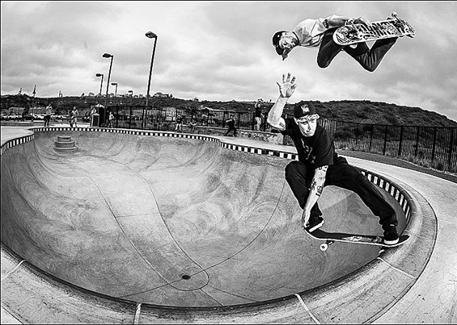 This doubles with my 🇨🇦 bro @jordanhoffart was a battle but much respect for crail sliding the pool & trusting me to go over him! It's a big distraction when someone is over you while skating unfamiliar ground! 💯🙌🏼👊🏼 . . . . 📷 @richodam #pool #poolskating  #blackandwhitephoto #picoftheday #photooftheday #doubles #skateboarding #skateboardingisfun #flashbacks