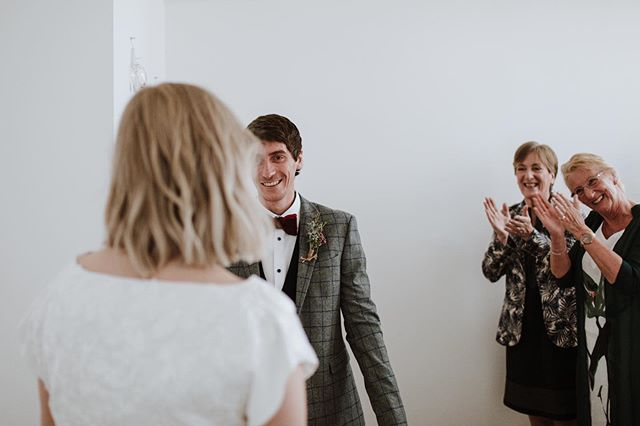Look at those wee faces welcoming Joolz into her at-home wedding ceremony - her husband-to-be and both their mums 🥰😭 Aaah makes me want to burst!
