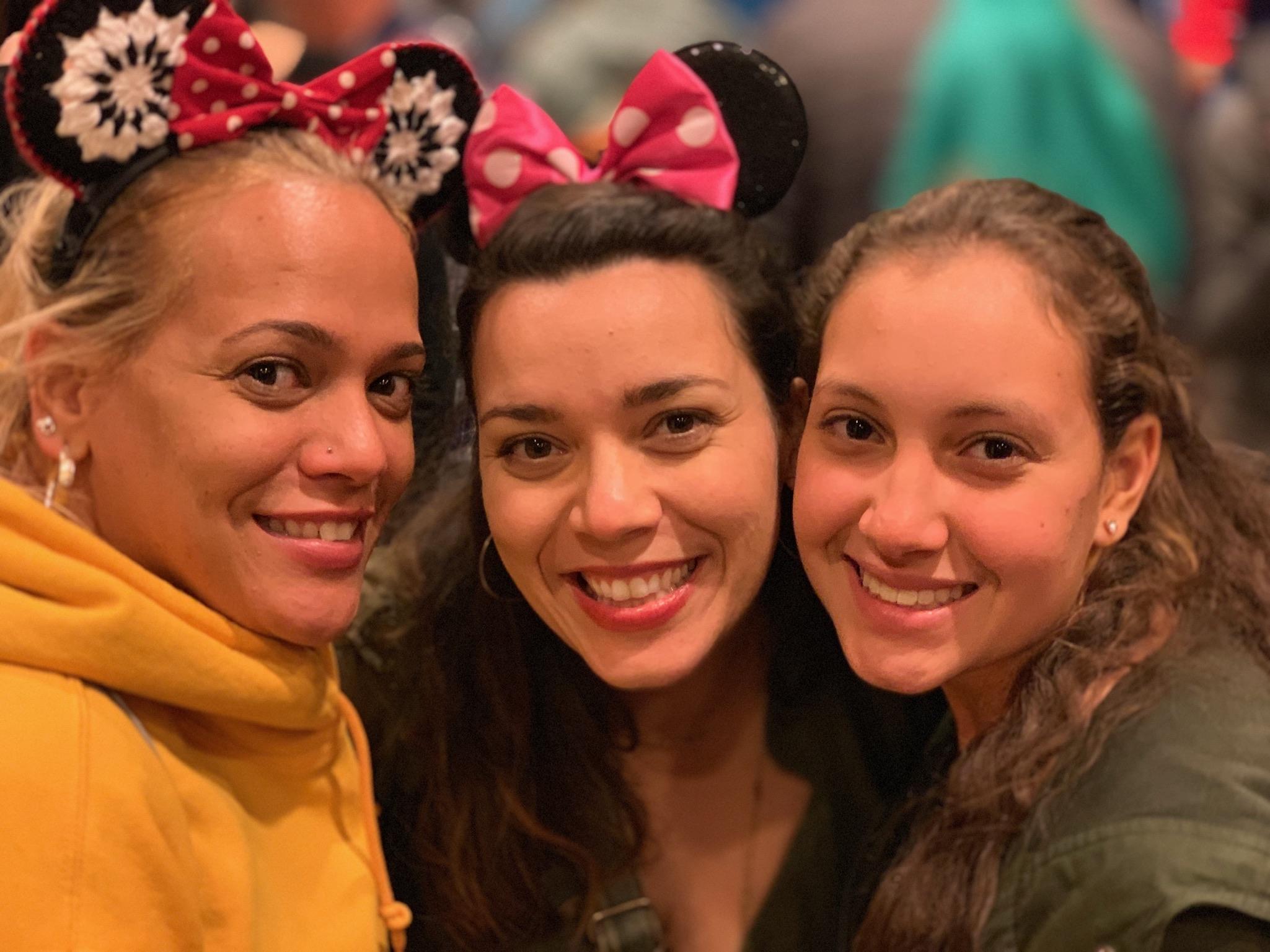 Prima hermanas - the three Felix cousins.