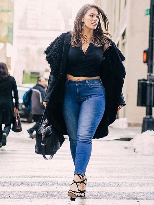 Model, Ashley Graham rocking high waisted skinny jeans.  Source