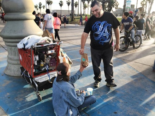Drivers in LA began their Lyftsgiving by giving brown bag lunches to the homeless in Venice.