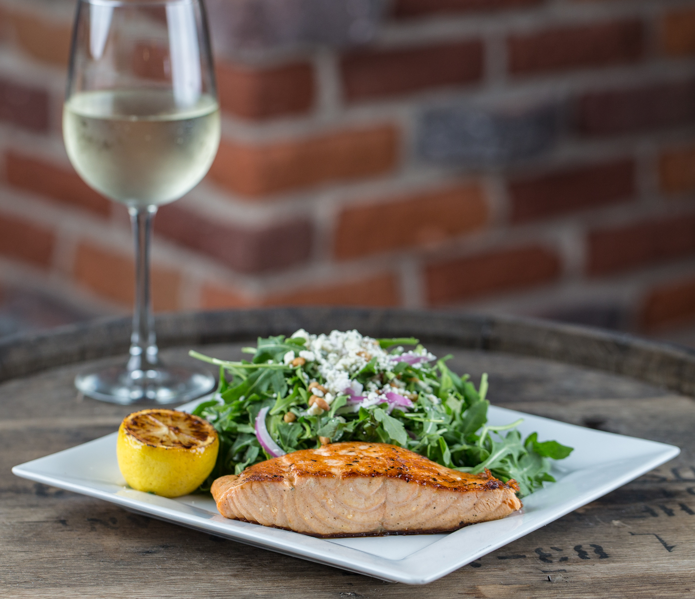 A little salmon with white wine