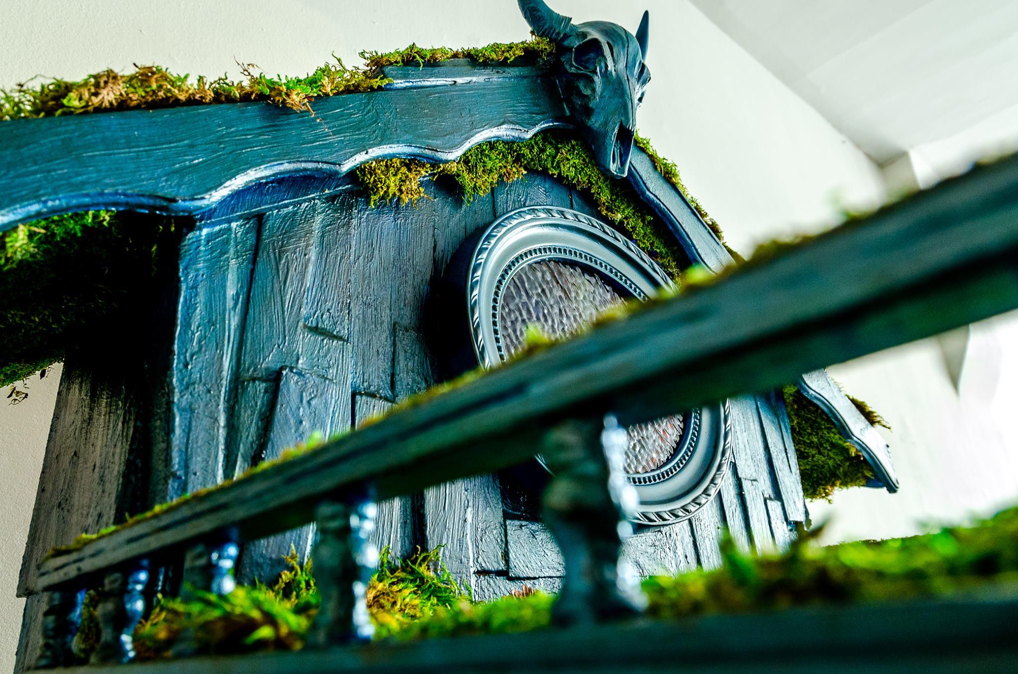 Kozakov, Moss Cabinet.jpg