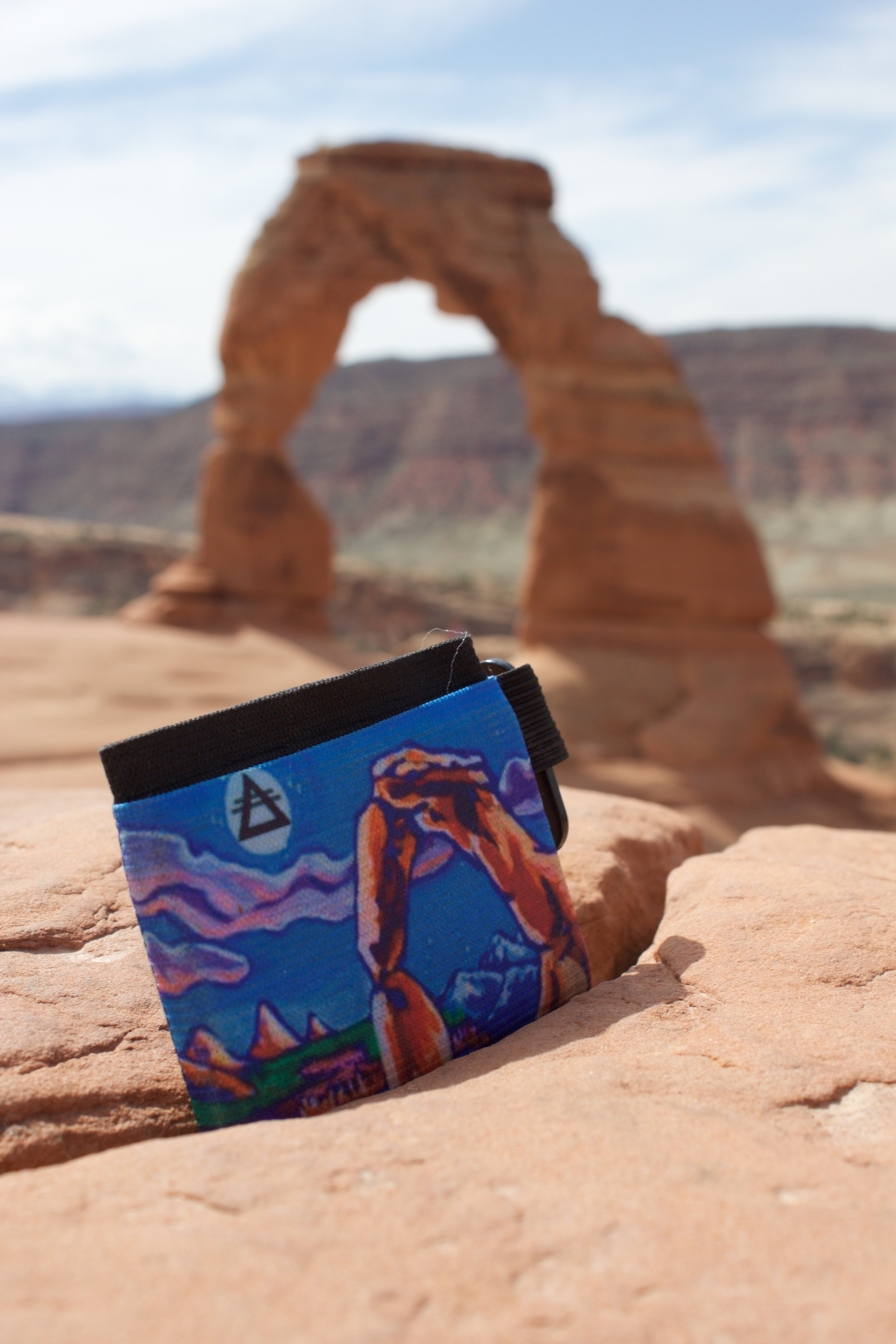 Roam Products  makes my amazing American- Made minimalist wallets so you can carry artwork around in your pocket! Thanks Roam!