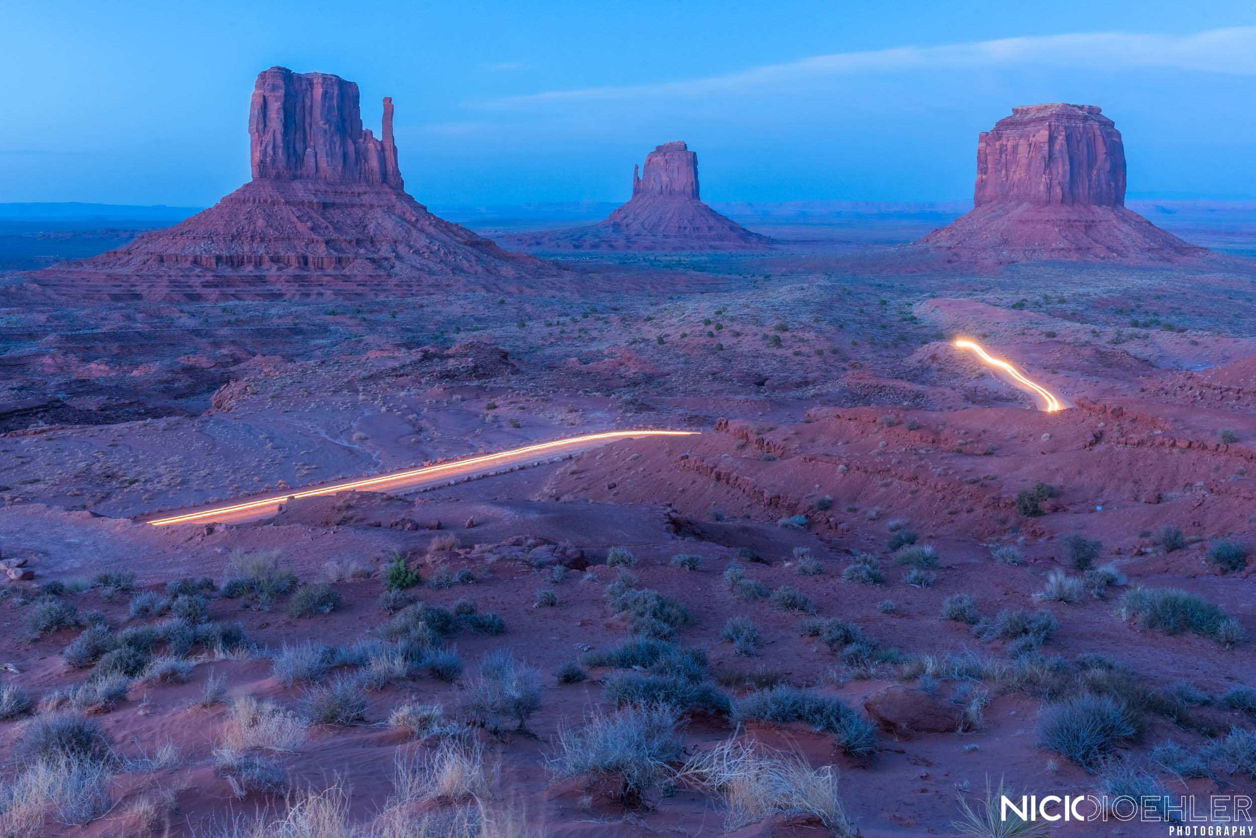 Monument Valley: Car drives past the amazing Monuments.