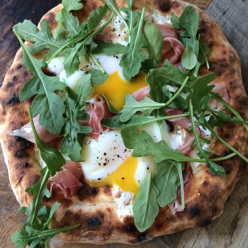 Egg and prosciutto pizza