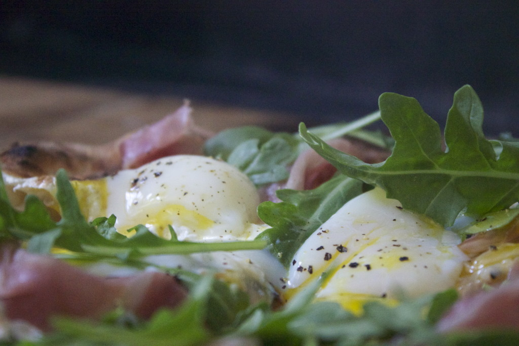 sous vide egg and prosicutto pizza