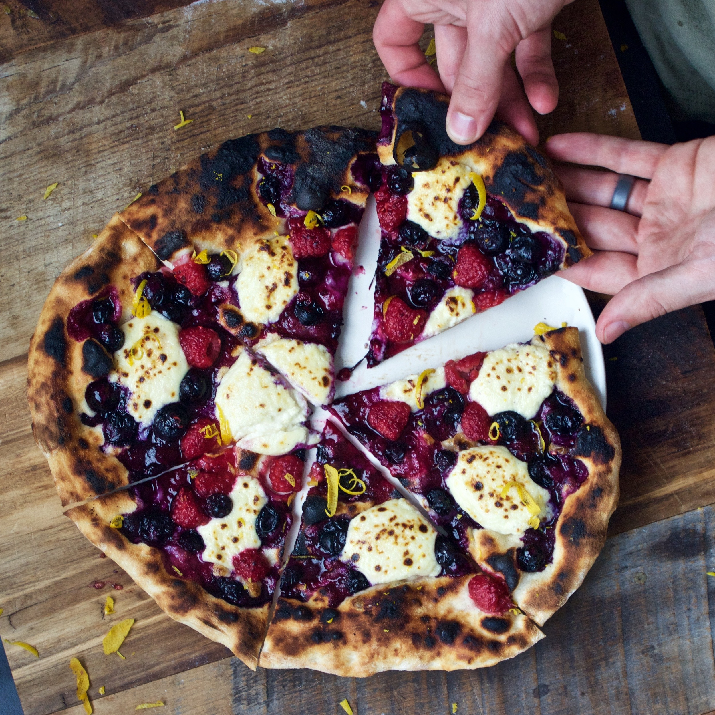 very berry pizza