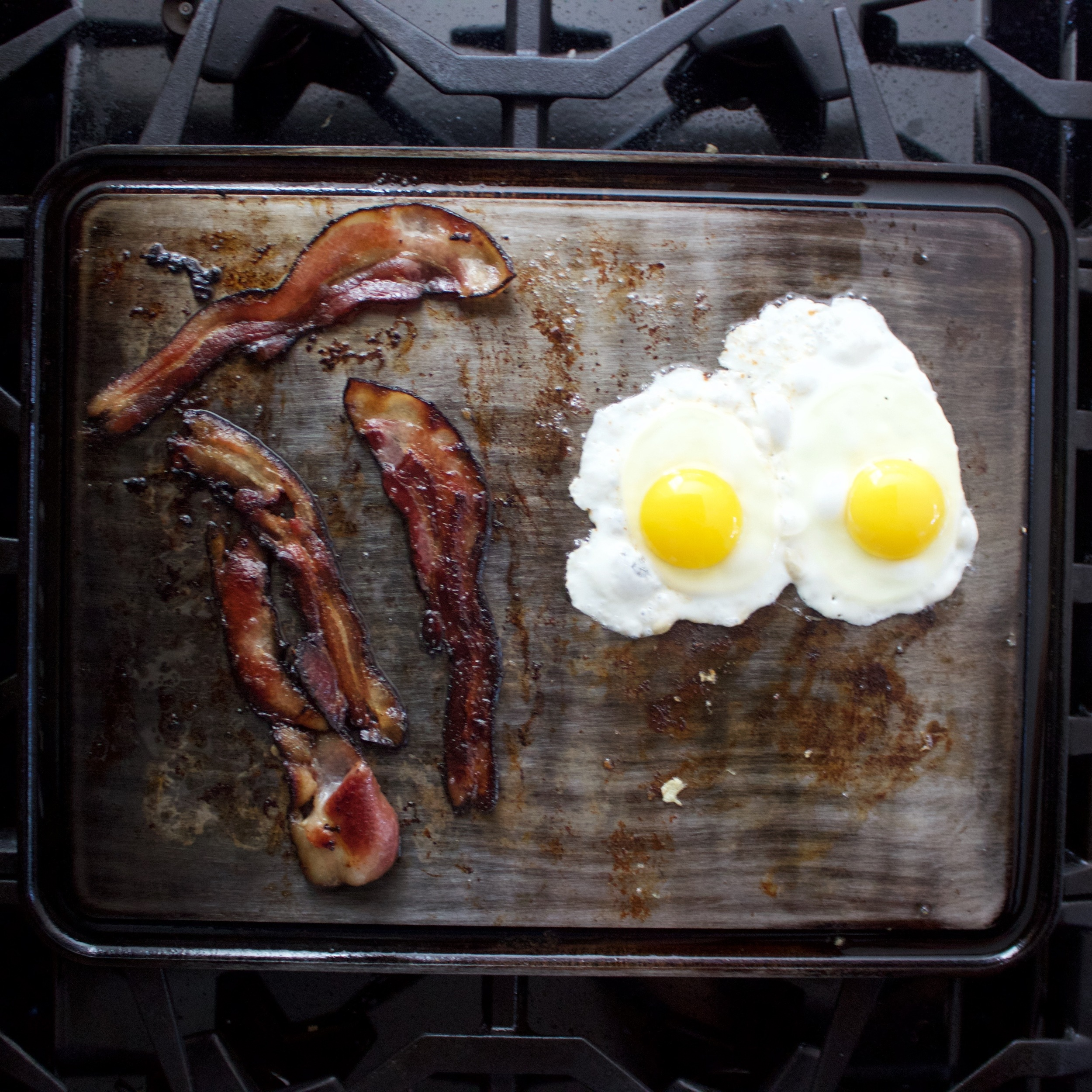 bacon and eggs on the Griddle