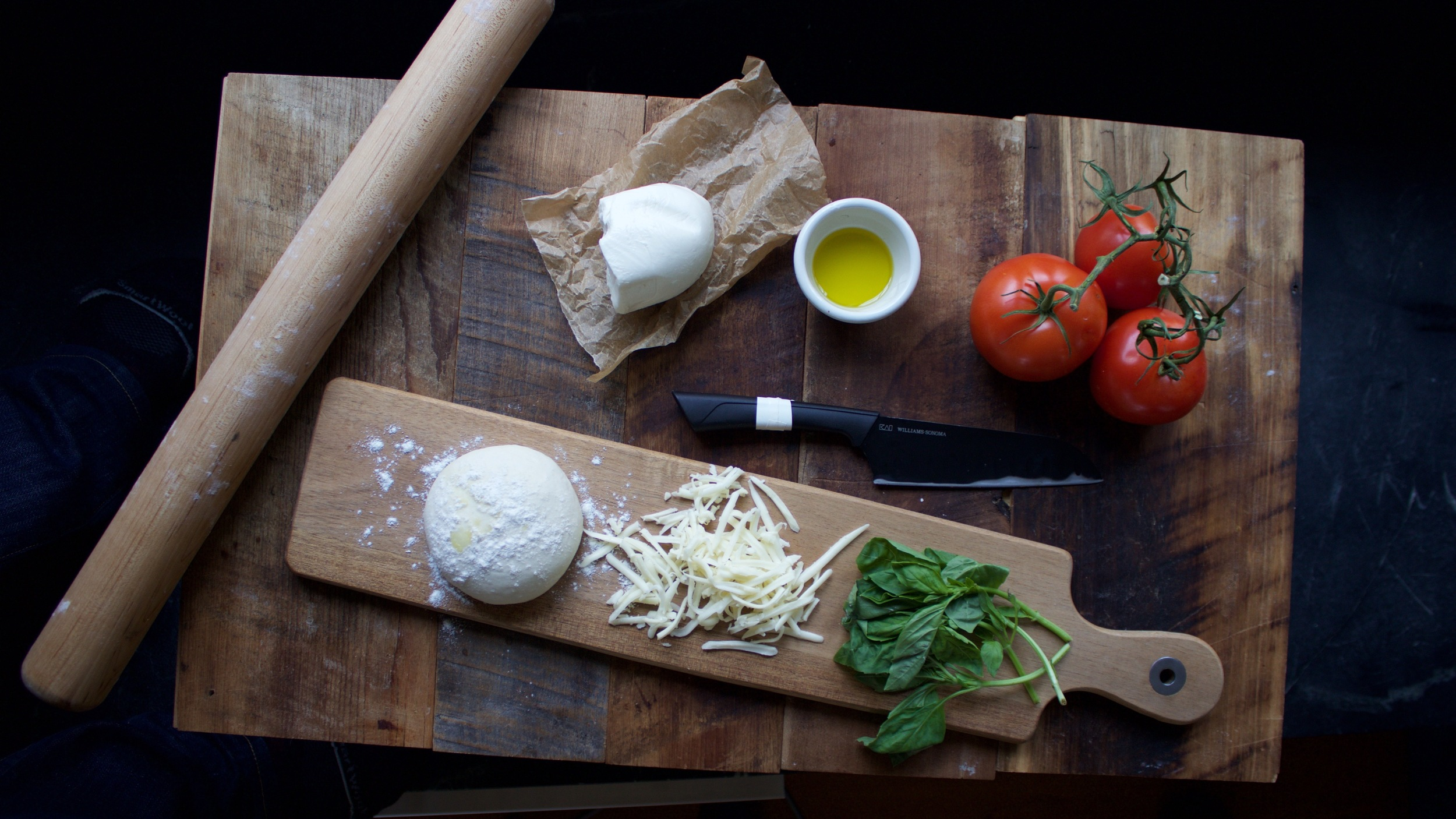 mis en place for thin crust pizza