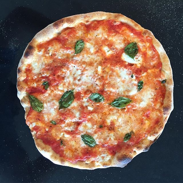 @sosergio  Classic pizza with a perfect crust!