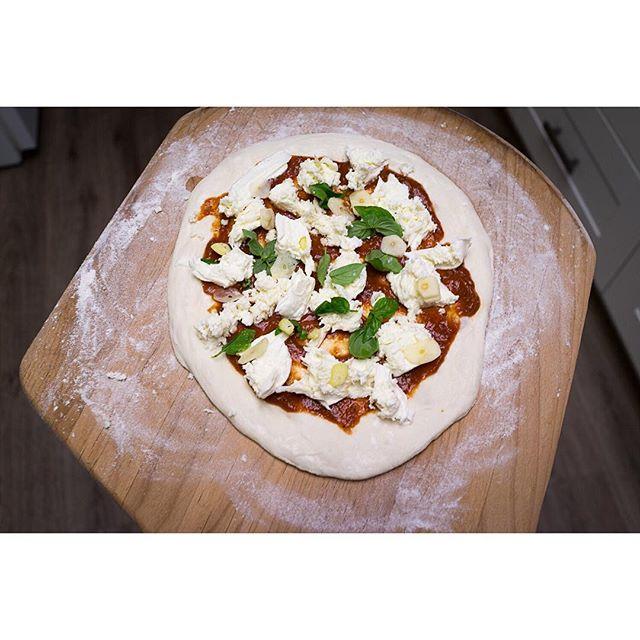 @eatingisthehardpart  embracing pizza's true form. No 2 pizzas alike!