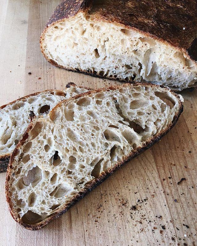 @maurizio  always puts up stunning bread shots. Always....