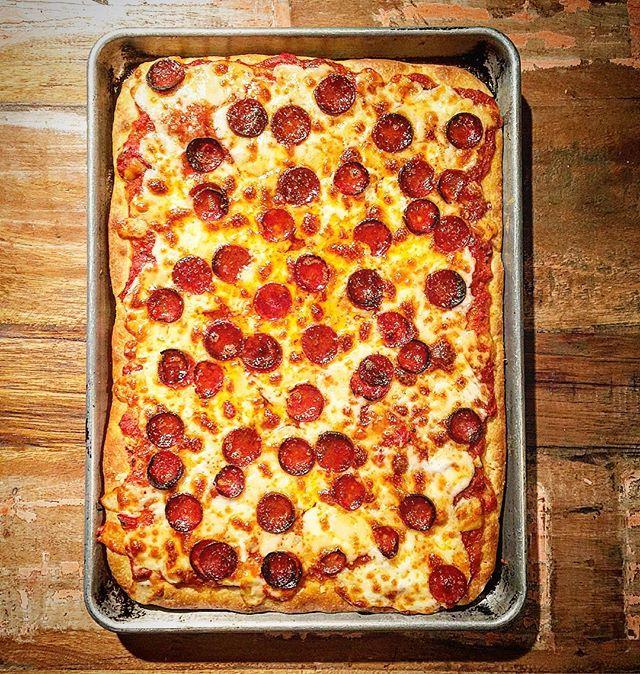 @porkbellyslider  pan pizza looks too good to eat!