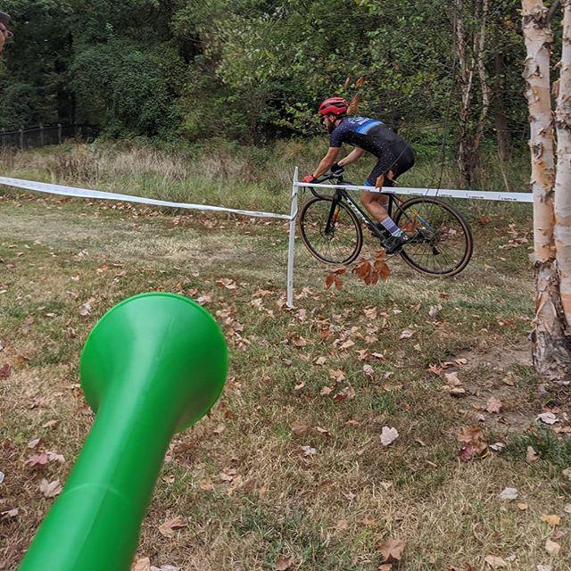 Hey #UntitledGooseGame we did it first! #vuvulife #vuvuzela #wecomewehonkweleave . . . @contesbikeshop @handupgloves @zekescoffeedc @reckless_ales @highway_two @endlessbikeco