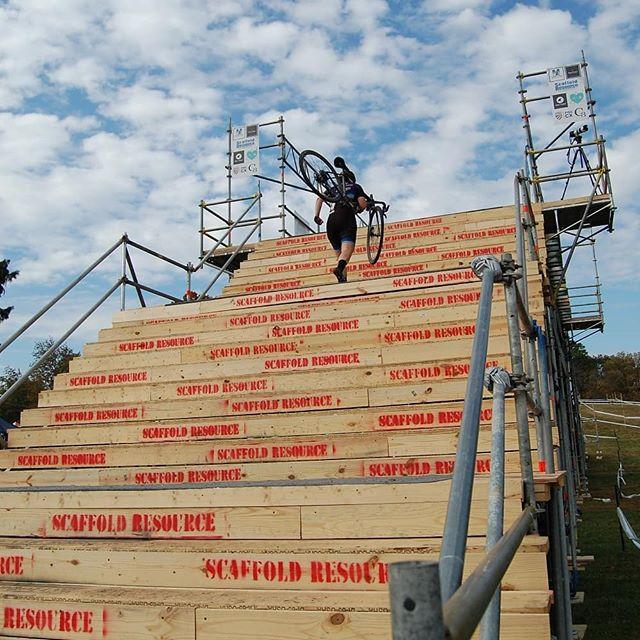 We're cliiiiimbing the stairway to Charm City 'Cross. @charmcitycx #raceface . . . @contesbikeshop @handupgloves @zekescoffeedc @reckless_ales @highway_two @endlessbikeco