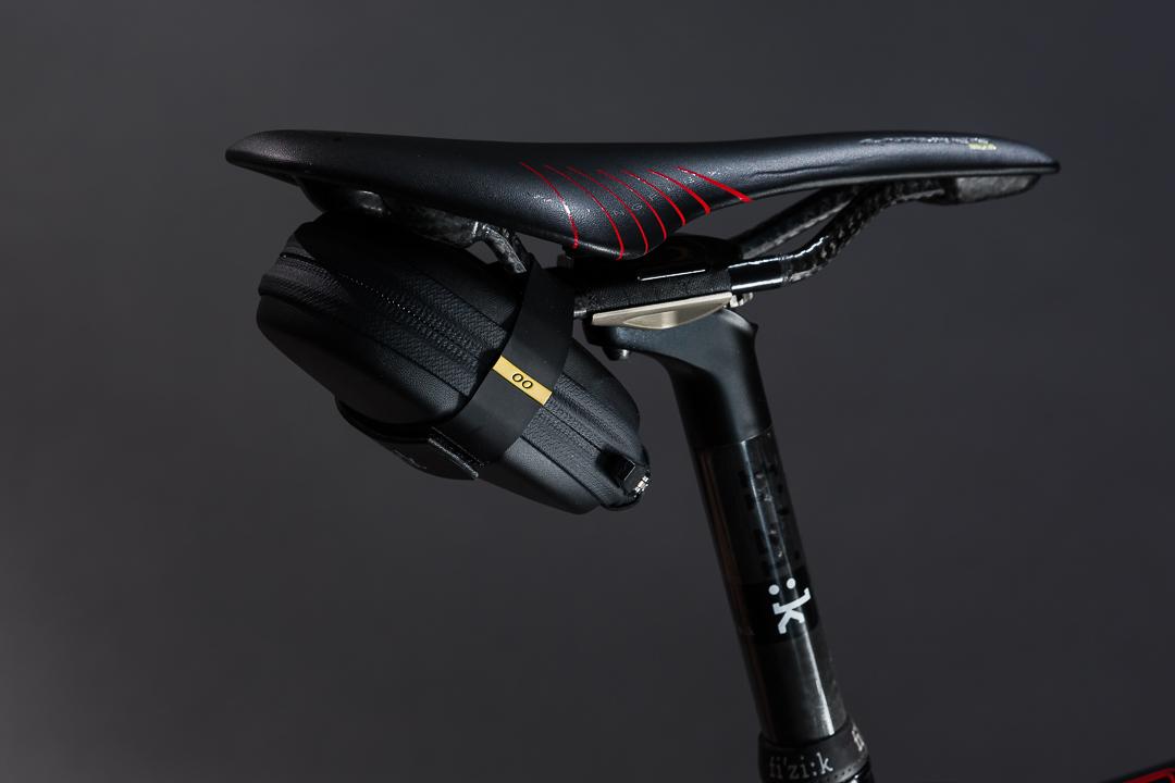 Fizik 00 Saddle Bag - side view on the bike