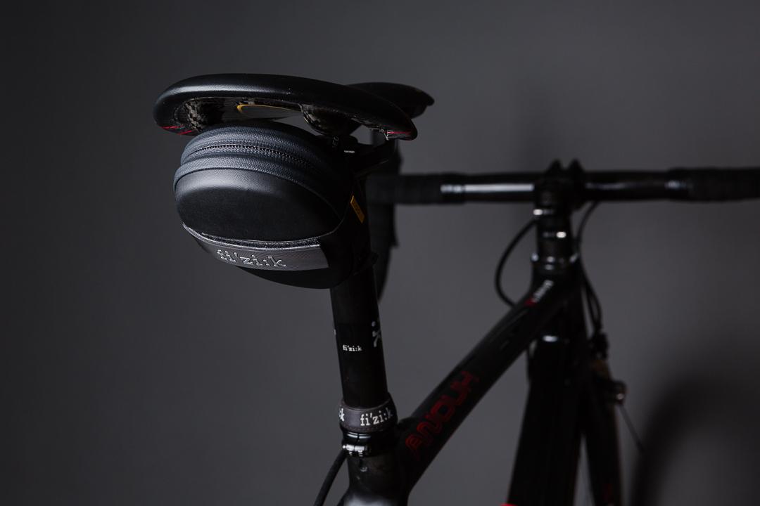 Fizik 00 Saddle Bag - rear view on the bike