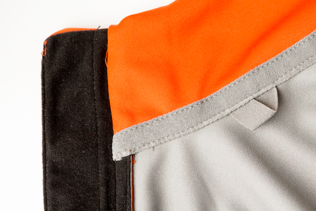 7mesh Synergy Jersey - headphone loop and zipper cover