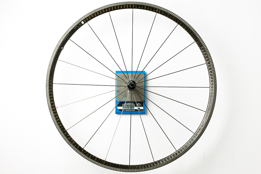 Xentis XBL 2.5 - front wheel - on the scale