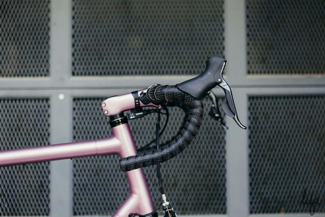 #PrincePink is driven by a custom pained Parlee stem and bar cockpit