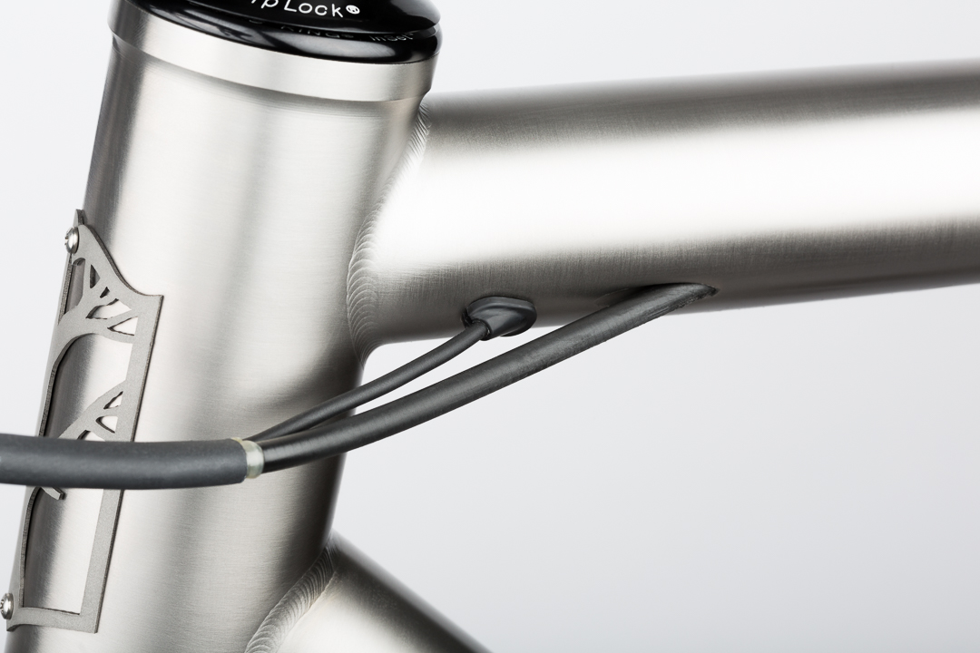 The top tube Di2 entry on the Mosaic RT-1 allows for the cleanest cabling.