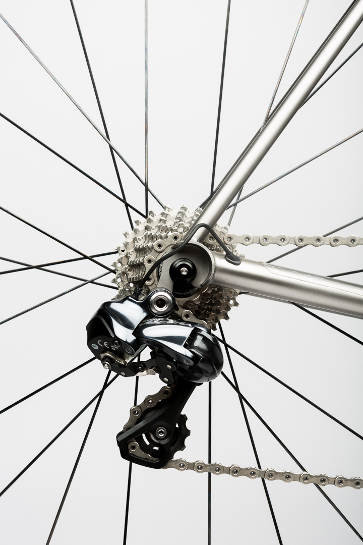 Super clean rear derailleur Di2 cable routing on the Mosaic RT-1