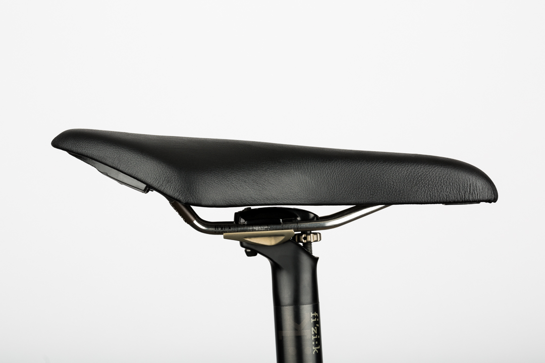 saddle-recovering-fizik-arione-tri-side-view
